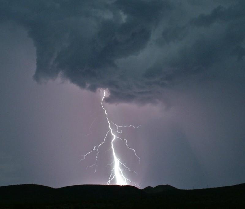 lightning at lake mead